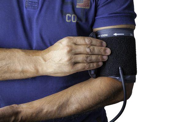Una mala salud oral complica el tratamiento de la hipertensión